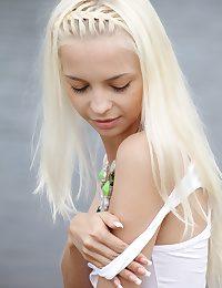 Divest blondie nubile